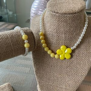 👶5/$25 Yellow and White Flower Bead Necklace Set